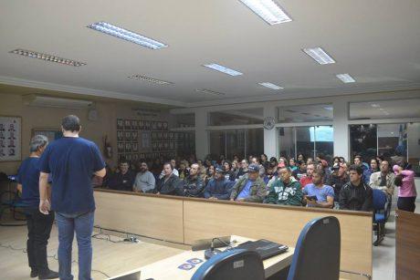 Servidores de Navegantes repudiam descumprimento do acordo de greve de 2017