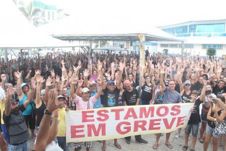 Greve dos servidores de Navegantes continua nessa quinta-feira na Praça Central da Praia