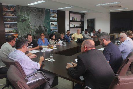 Comissão se reúne com representantes do governo de Itajaí e revisão geral anual ainda é dúvida