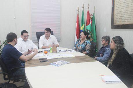 Sindifoz e servidores de Penha debatem pauta de reivindicações com o prefeito Aquiles da Costa