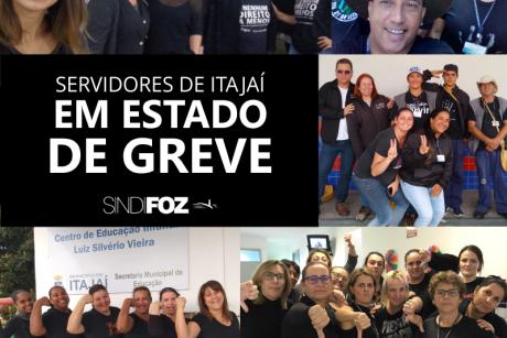 Vestindo-se de preto, servidores de Itajaí realizam ato em defesa dos direitos da categoria