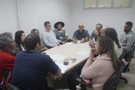 Comissão de Itajaí se reúne com secretaria de Administração para tratar do vale-alimentação