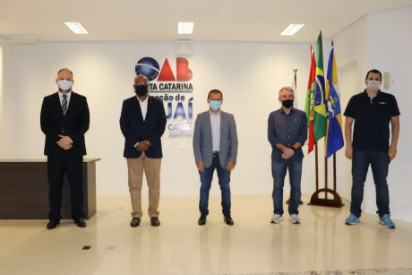 Sindifoz participa do debate dos candidatos a prefeito de Itajaí