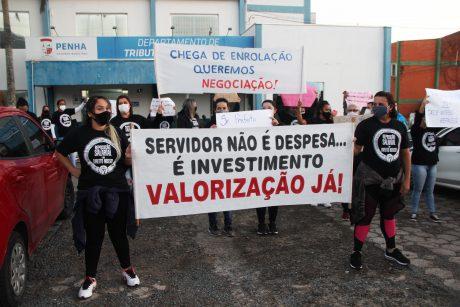 Servidores da Saúde realizam manifestação em frente à prefeitura de Penha