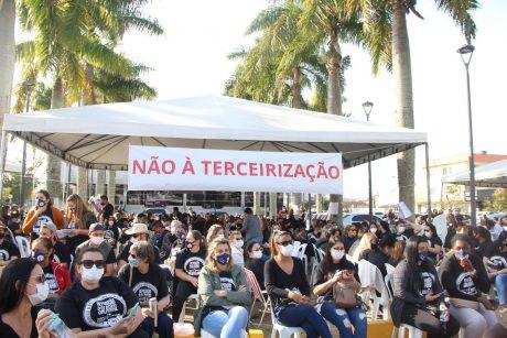 Mais de mil servidores aderem ao primeiro dia da greve em Itajaí